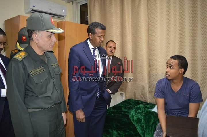 وزير خارجية الصومال يزور عدد من المصابين الصوماليين الذين يتلقون العلاج داخل مستشفيات القوات المسلحة