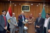 اللواء محمود عشماوي محافظ القليوبية يكرم مدير مديرية المالية لبلوغها السن القانوني.