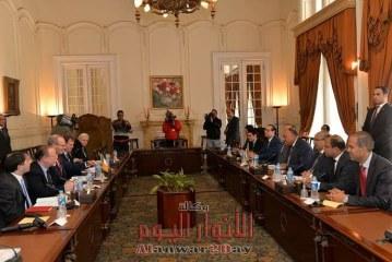 شكرى يعقد جلسة مباحثات مع وزير خارجية أيرلندا بالقاهرة