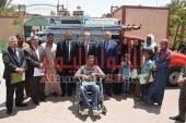 بالصور محافظ بني سويف يسلم أكشاك ومنازل تم تأهليها وفرشها لـ 8 أسرة فقيرة
